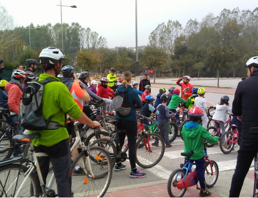 Sortida de marxa nòrdica a Prats de Lluçanès i pedalada familiar a Olost