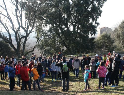 Un centenar de persones inauguren els Itineraris Familiars amb la Ruta de la Bruixa Napa